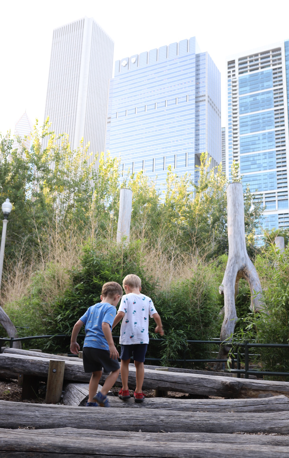 Where to Stay Downtown Chicago with Kids: Loews Loves Families - Loews Chicago Downtown Hotel is the best place to stay with kids in Chicago! from travel blogger Liz of lizrotz.com